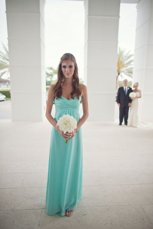 Crisp white and turquoise central florida wedding for Turquoise bridesmaid dresses for beach wedding