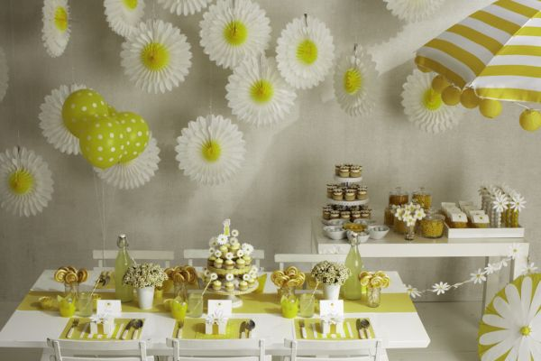 Daisy party by darcy miller inspired by this for Baby shower decoration ideas martha stewart