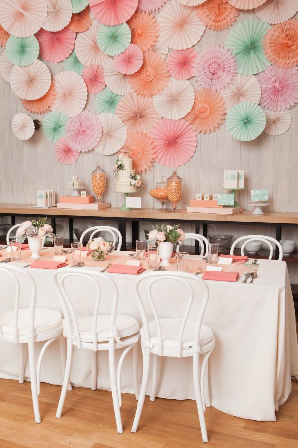 Inspired by this peach pink and mint bridal shower - Deco baby shower rose ...
