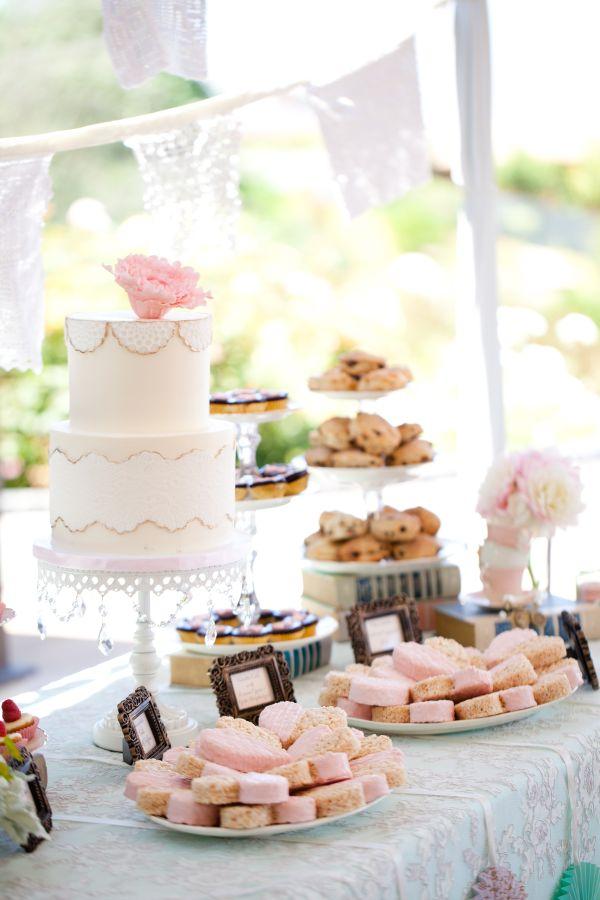 Cake Design Ladies Drinking Tea