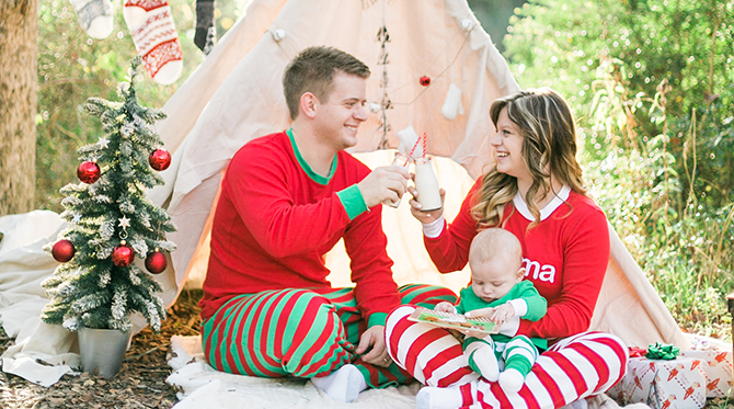 Red Amp Green Teepee Christmas Family Photos Inspired By This